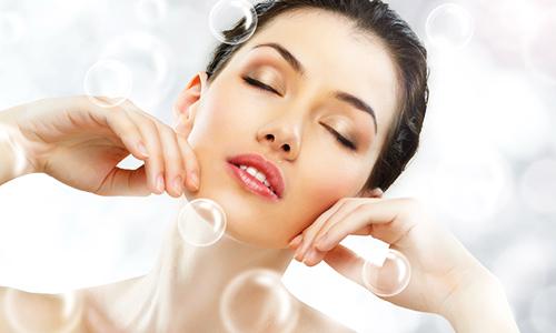 Dưỡng ẩm để da được khỏe mạnh, trắng sáng và căng mịn.