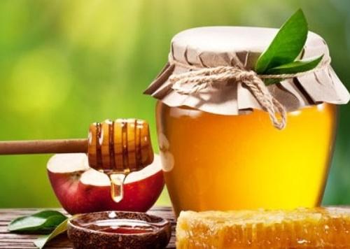 Mật ong là thần dược để trị mụn an toàn.