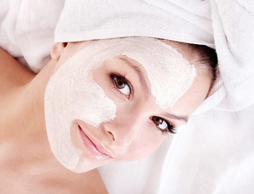 Dùng sữa chua như một loại mặt nạ dưỡng da giúp bạn nhanh chóng có được vẻ trắng sáng, mịn màng.