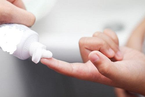 Trị mụn bọc bằng kem đánh răng là phương pháp đơn giản mà phái nam có thể thực hiện tại nhà