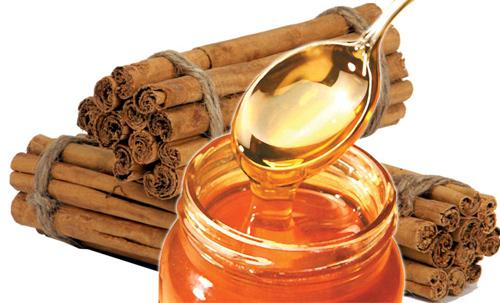 Sự kết giữa bột quế và mật ong là sự lựa chọn lí tưởng để trị mụn quanh miệng dành cho nam giới