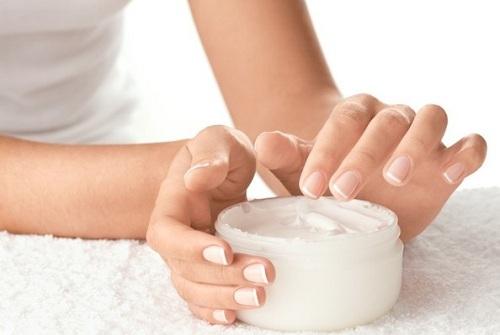 Sử dụng kem trị mụn chất lượng đem đến khả năng trị mụn ẩn nhanh chóng
