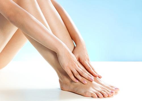 Đôi chân láng mịn, không tỳ vết khi được chăm sóc hàng ngày.