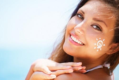 Sử dụng kem chống nắng thường xuyên giúp làn da được bảo vệ khỏi tia UV
