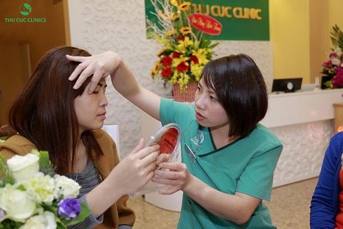 Khách hàng khi đến với Thu cúc Clinics sẽ được các chuyên viên thăm khám kỹ lưỡng tình trạng da để tư vấn liệu trình làm đẹp da phù hợp