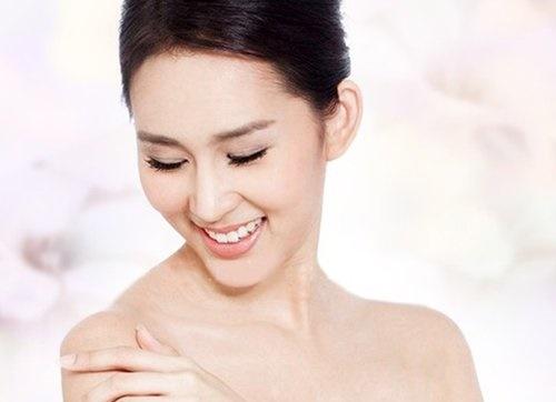 Làn da trắng mịn là mơ ước của rất nhiều phụ nữ Á Đông.