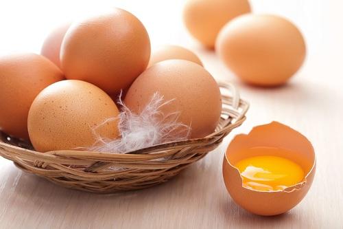 Lòng trắng trứng gà chứa nhiều dưỡng chất đem đến khả năng se khít lỗ chân lông hiệu quả tại nhà