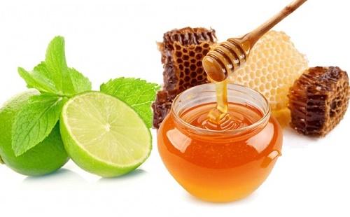 Chanh và mật ong là sự kết hợp tuyệt vời để trị thâm mụn.