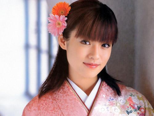 Làm đẹp từ bột trà xanh là bí quyết dưỡng da trắng hồng của phái đẹp Nhật Bản.