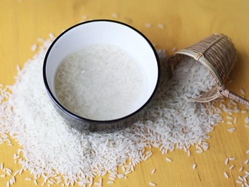 Nước gạo chứa rất nhiều dưỡng chất giúp làm trắng da dễ dàng.