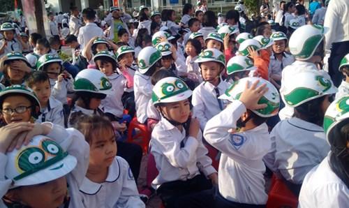 phat-dong-tang-20-000-mu-bao-hiem-cho-hoc-sinh1