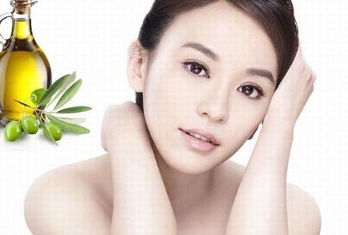 Dầu oliu chứa nhiều dưỡng chất đem đến khả năng dưỡng trắng toàn thân tại nhà