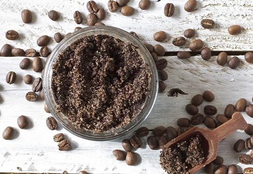 Tận dụng phần bã cà phê để làm trắng da hiệu quả.