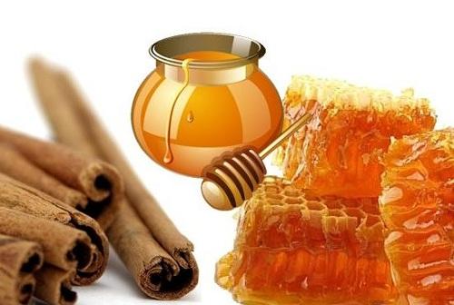 Các dưỡng chất có trong bột quế, mật ong có tác dụng trị mụn bọc tại nhà