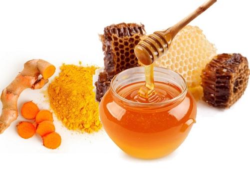 Hỗn hợp bột nghệ, mật ong đem đến hiệu quả trị mụn tại nhà