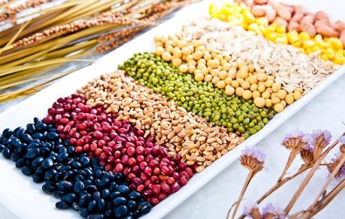 Các loại đậu giàu tinh bột chứa rất nhiều vitamin và khoáng chất, điển hình là vitamin nhóm B, giúp làm trắng da an toàn và hiệu quả.