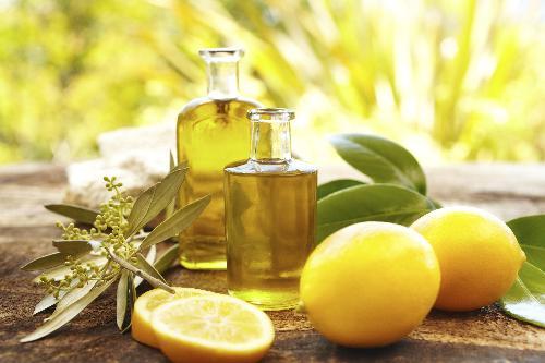 Dưỡng trắng da bằng dầu oliu, chanh là phương pháp làm đẹp an toàn, tiết kiệm chi phí