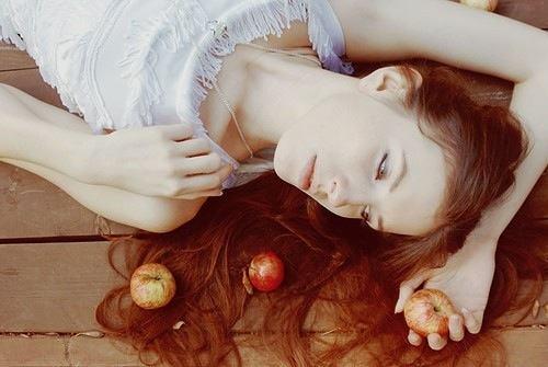 Giấm táo là một trong những phương pháp làm trắng da đơn giản, hiệu quả và tiết kiệm được phái đẹp ưa chuộng tại nhà.