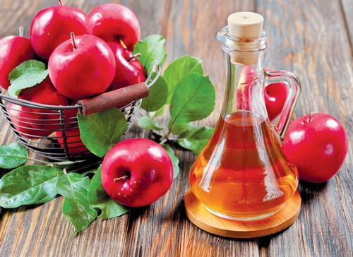 Giấm táo có công dụng rất tốt trong việc trị mụn, đánh bay vết thâm và giúp da sáng mịn, khỏe mạnh.