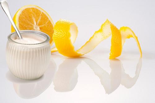 Thoa hỗn hợp vỏ cam sữa chua mỗi ngày