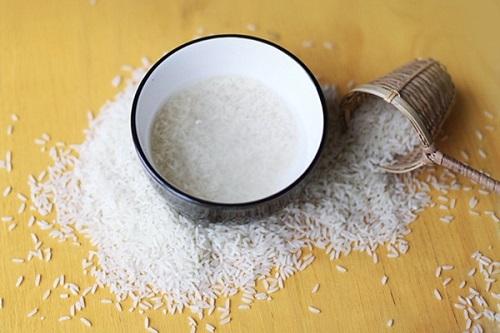 Nước vo gạo chứa nhiều dưỡng chất đem đến khả năng dưỡng trắng tại nhà