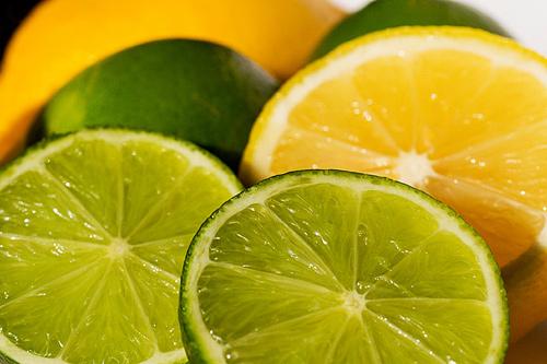 Chanh chứa nhiều dưỡng chất đem đến khả năng trị mụn hiệu quả tại nhà
