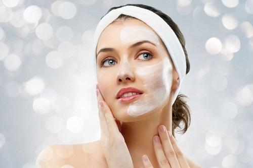 Rửa mặt đúng cách với sữa rửa mặt giúp làn da được sạch sâu loại bỏ bụi bẩn bã nhờn hiệu quả