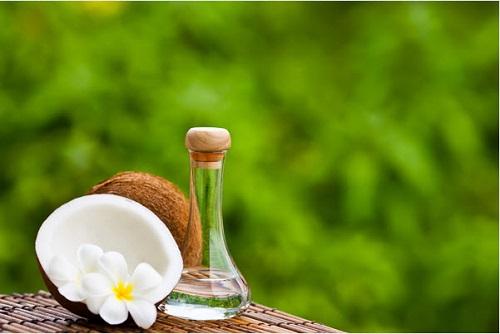 Ngoài khả năng chống lão hóa, dầu dừa còn có tác dựng dưỡng trắng toàn thân tại nhà