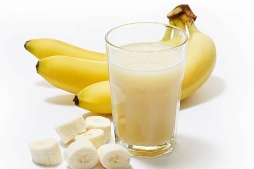 Thoa hỗn hợp sữa tươi, chuối mỗi ngày giúp màu da được cải thiện rõ rệt