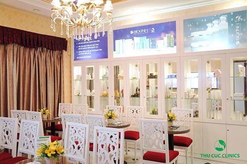 Cùng cơ sở vật chất khang trang và không gian thẩm mỹ Thu Cúc Clinics được thiết kế tinh tế, tạo cảm giác vừa sang trọng vừa gần gũi, ấm áp.