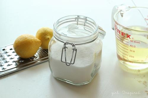 Thoa hỗn hợp nước cốt chanh, vitamin E