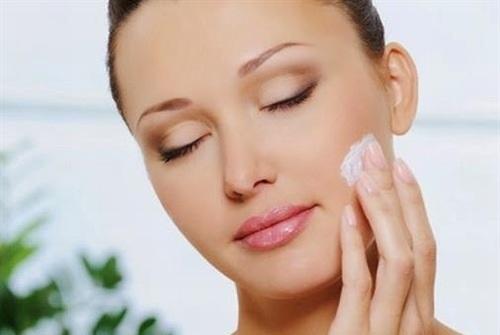 Dưỡng ẩm cho da sau khi tẩy tế bào chết là rất cần thiết