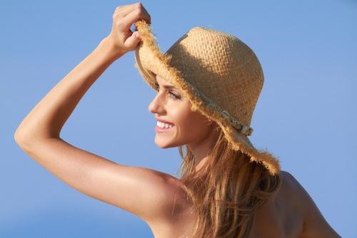 Sau khi tẩy tế bào chết làn da thường yếu và mỏng, bởi vậy chị em nên bảo vệ chúng tránh tác hại của mặt trời