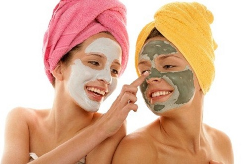 Đắp mặt nạ trị mụn tự nhiên vừa tiện lợi, an toàn và tiết kiệm chi phí