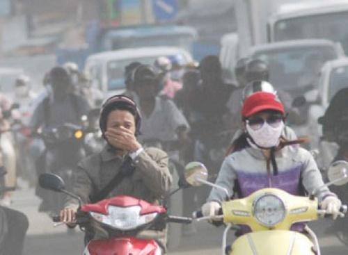Tình trạng ô nhiễm khiến nhiều người dân thủ đô bị mụn tấn công kéo dài.