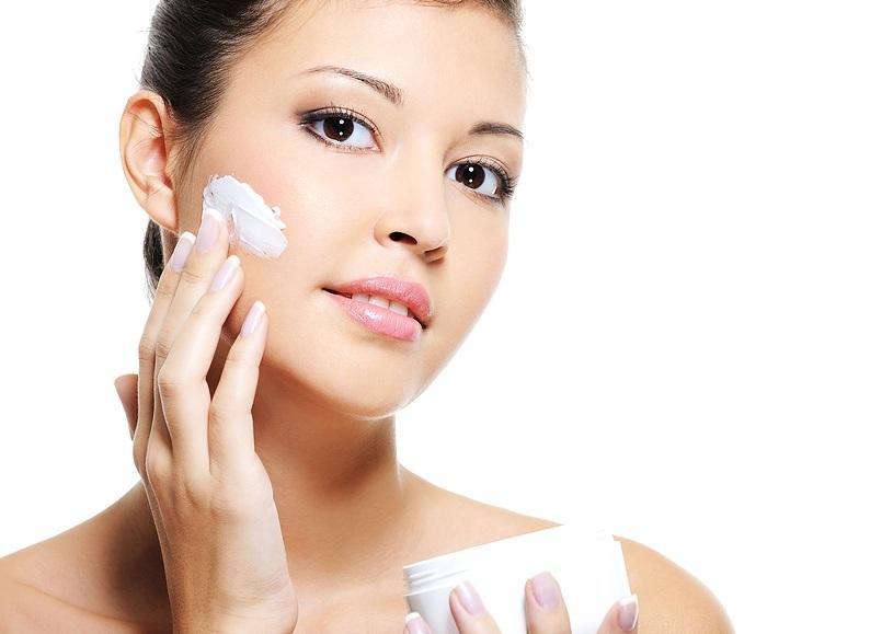 Việc tự ý sử dụng kem dưỡng trắng tiềm ẩn nhiều nguy cơ gây hại cho da