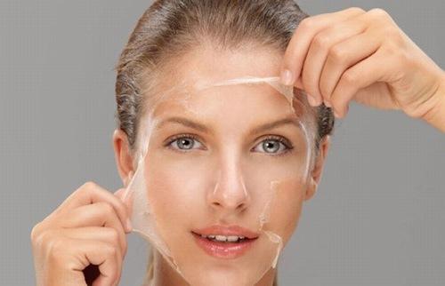 Lột tẩy làm lộ lớp da non trắng nõn bên trong, nhưng rất độc hại với cơ thể.