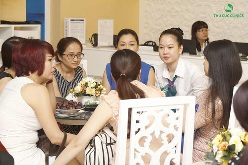 Rất nhiều khách hàng quan tâm đến dịch vụ tắm trắng khi đến Thu Cúc Clinics làm đẹp.
