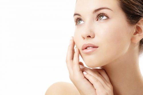 Tắm trắng da mặt không an toàn có thể khiến da suy yếu và lão hóa sớm.