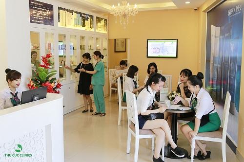 Tại Thu Cúc Clinics, rất nhiều khách hàng quan tâm dến dịch vụ tắm trắng.