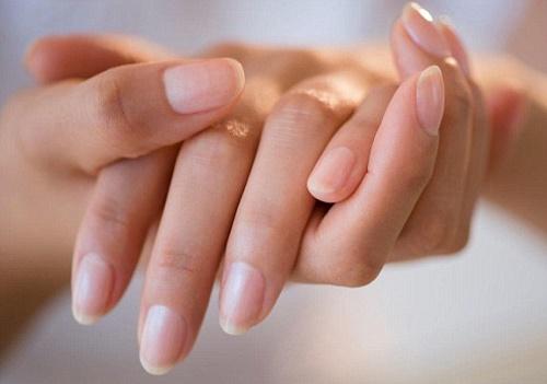 Khi các dấu hiệu đau nhức không giảm bớt, bạn cần sớm đến bệnh viện thăm khám để có giải pháp điều trị phù hợp.