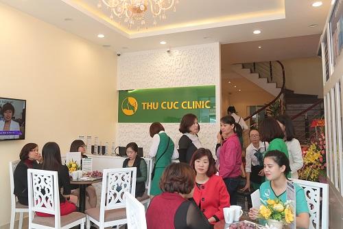 Chị em tấp nập kéo đến Thu Cúc Clinic Bắc Ninh để trải nghiệm các dịch vụ thẩm mỹ cao cấp.