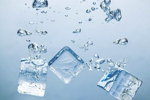 Trị mụn bằng đá lạnh hiệu quả tại nhà