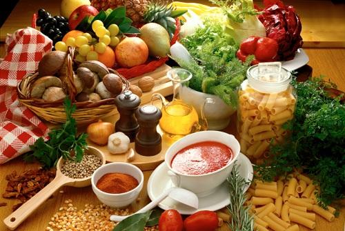 Để trị mụn bọctrên lưnghiệu quả, bạn nên xây dựng chế độ ăn uống hợp lý