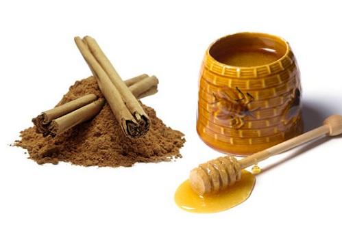 Hỗn hợp bột quế, mật ong có khả năng trị mụn bọc hiệu quả