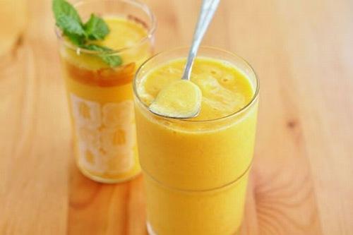 Sinh tô dứa - sữa chua giúp làm trắng da từ bên trong cơ thể.