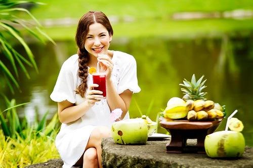 Tăng cường bổ sung các loại trái cây giúp nuôi dưỡng da trắng hồng từ bên trong.