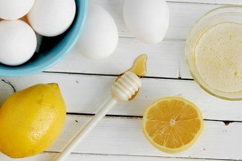 Hỗn hợp chanh, lòng trắng trứng gà giúp dọn dẹp violong nhanh chóng