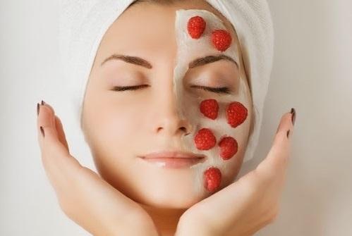 Đắp mặt nạ là cách tốt nhất giúp chị em sau khi sinh cải thiện được làn da khô