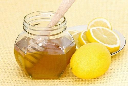 Mật ong, nước cốt chanh chứa nhiều dưỡng chất đem đến khả năng tẩy lông mép hiệu quả